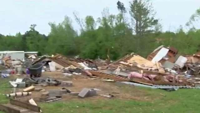 美国龙卷风救援工作因疫情受阻:救援者要与民众保持距离  第1张