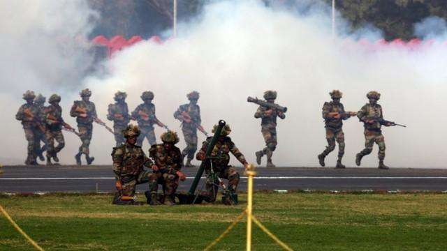 疫情下铁路停运,印度派特种军列运近千士兵回印巴、印中边境  第2张