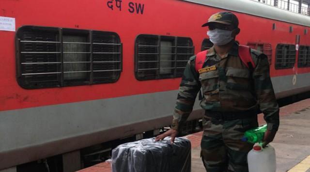 疫情下铁路停运,印度派特种军列运近千士兵回印巴、印中边境  第1张
