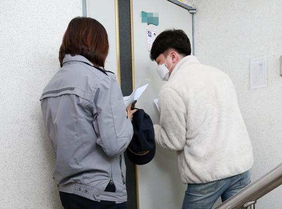 严查!韩国要求违反隔离规定人员戴电子手环  第1张