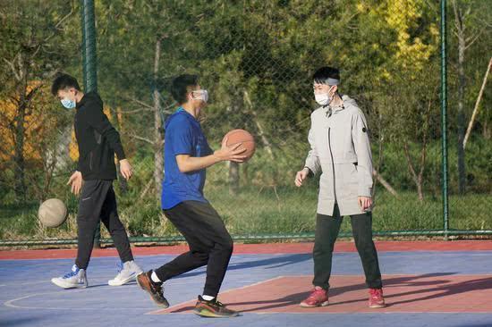 打球戴口罩不是开玩笑 北京室外运动场准入严格  第2张