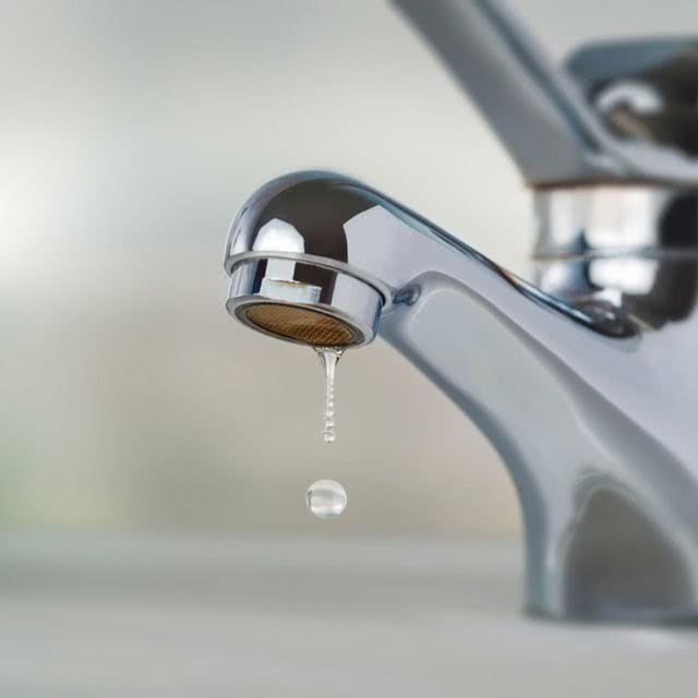 疫情下家里没水喝也无法洗手,美国底特律大量低收入家庭断水数月  第3张