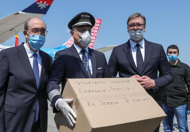 塞尔维亚向意大利派4架载有医疗物资的飞机:我们将一起赢得胜利  第1张