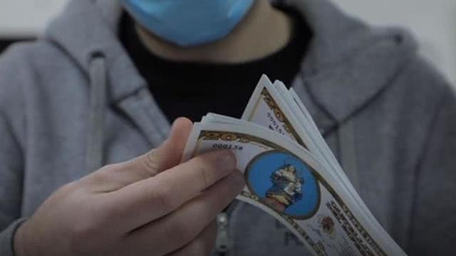 """疫情期间意大利小镇自己印""""钞票"""",帮助弱者保护当地经济  第1张"""