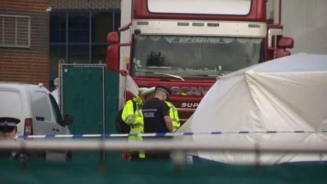 美国殡仪馆外发现四辆卡车载有60具尸体,报警人称车上滴液体  第4张