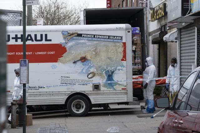 美国殡仪馆外发现四辆卡车载有60具尸体,报警人称车上滴液体  第3张