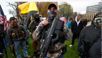 美国密歇根州示威者持枪闯入议会,议员称被吓得穿上防弹衣  第2张