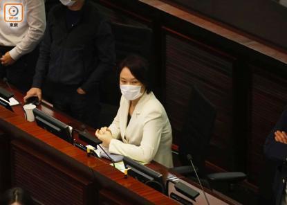 香港立法会矛盾!有反对党立法委员被抬走!  第5张