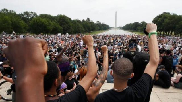 二十万群众拥向美国白宫 纽约礼拜天亲身经历较大 游行  第1张