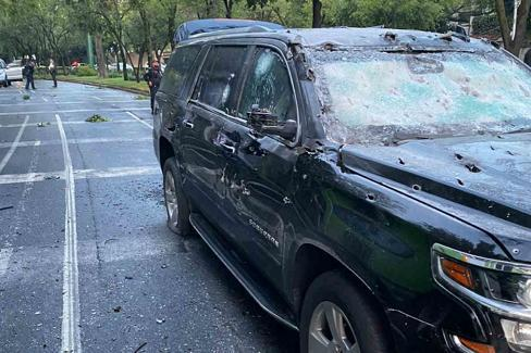 奥克兰公共安全局厅长工作遭枪击事件,座车全身弹痕,多的人身亡