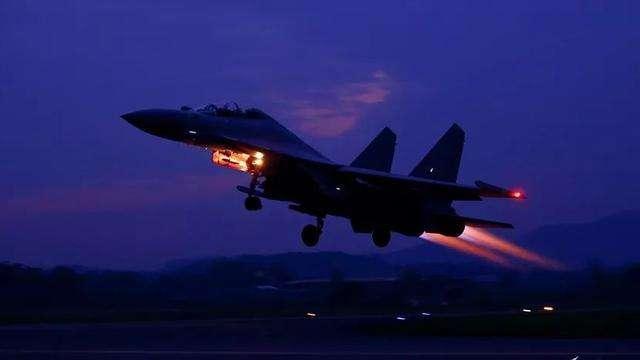 台湾媒体:美国军队指引机6次靠近内地,中国人民解放军战斗机两进台西北航线  第3张