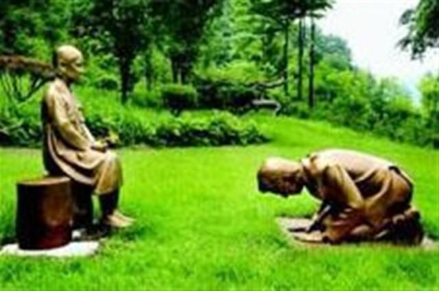 """日本在建""""慰安妇""""塑像引强烈反响:塑像前跪着的小伙像安倍晋三  第1张"""