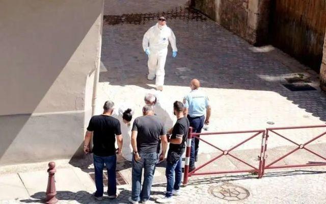 英国老公被测度假别墅杀妻,排污沟寻找遗体遗骸  第2张