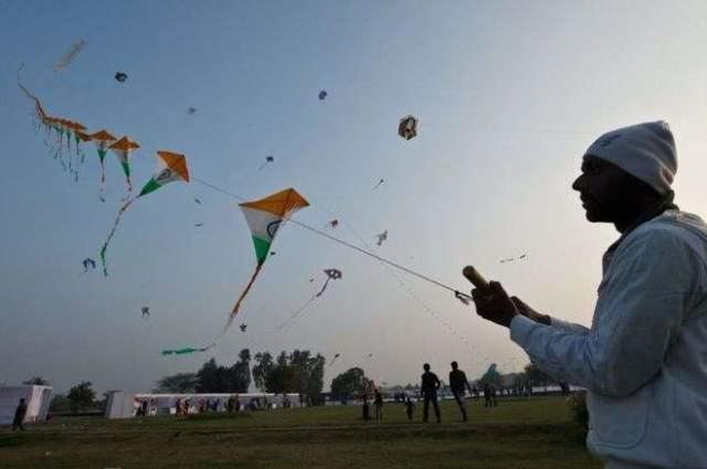 印尼群众风筝庆贺独立日 贝尔格莱德一天关闭电源24次