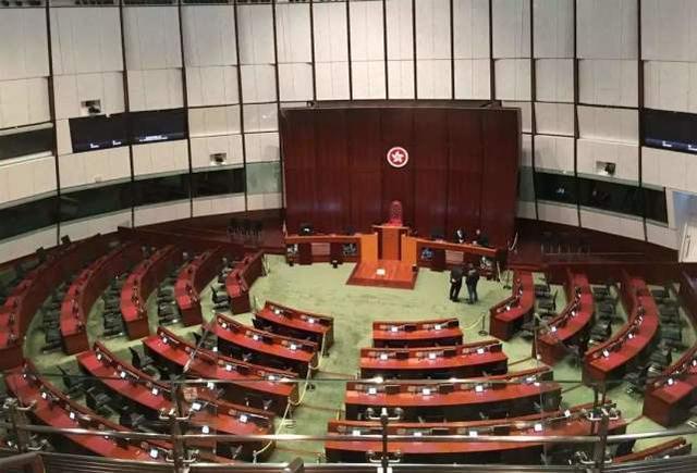 中国香港大部分泛民议员想留任 香港媒体:泛民这一举动功利主义考虑到太显著  第1张