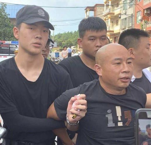 江西公安零晨通告:嫌疑人曾春亮被依规执行逮捕  第3张