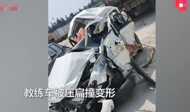 大型货车闯红灯违章,驾校教练车上教练员学生4人被撞不幸身亡  第2张