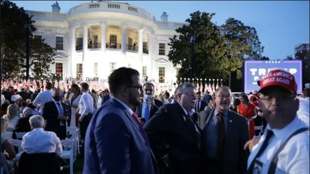 不管不顾疫防具体指导在美国白宫听特朗普演讲,当场群体基本上没有人佩戴口罩  第1张