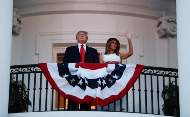 不管不顾疫防具体指导在美国白宫听特朗普演讲,当场群体基本上没有人佩戴口罩  第2张