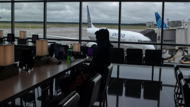 寻找大量援助未果,美联航公布迄今为止最规模性航空员裁人  第2张