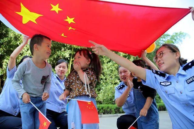"""胡锡进:中央政府自身界定""""服务于人民"""",产生了实际约束  第3张"""