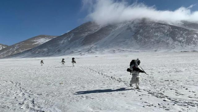 印度军队这一姿势曝露在中印边界越冬的真正军力
