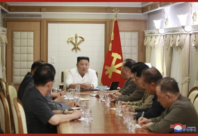 金正恩亮相,在强台风受灾地区布署抗灾并调查  第1张