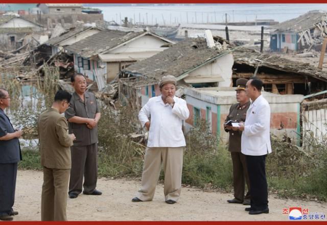 金正恩亮相,在强台风受灾地区布署抗灾并调查  第2张
