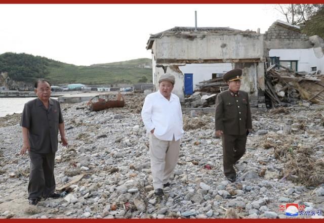 金正恩亮相,在强台风受灾地区布署抗灾并调查  第4张
