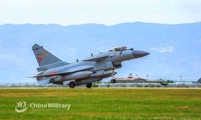 台军:中国人民解放军苏-30、歼-10等战斗机今天早上进到台西北航线  第1张