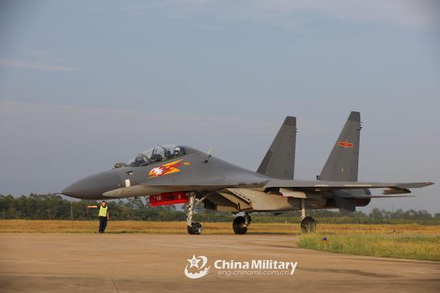 台军:中国人民解放军苏-30、歼-10等战斗机今天早上进到台西北航线  第2张