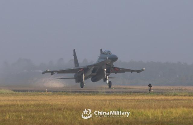 台军:中国人民解放军苏-30、歼-10等战斗机今天早上进到台西北航线  第3张