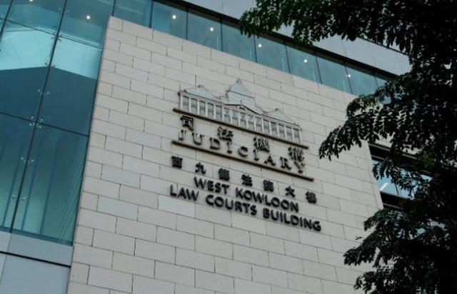 当激光笔被用来照亮警车和警察的脸时,香港人认为香港警察追错了人  第2张