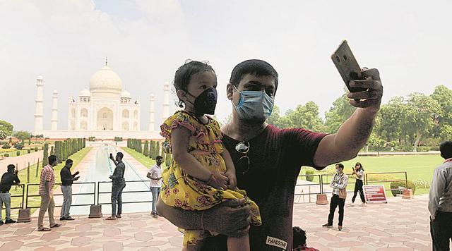 印度媒体:在印度严格防范中国人之前,中国游客现在是第一个参观泰姬陵的  第2张