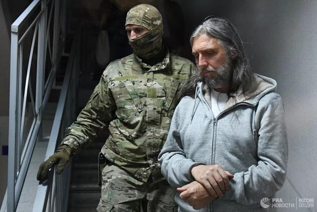 """一名前俄罗斯警察自称是""""耶稣转世"""",因涉嫌暴力和诈骗钱财而被捕  第3张"""
