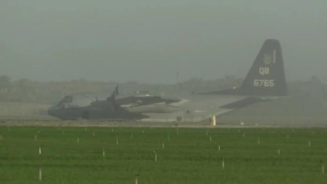 美国F-35B和KC-130J发生意外碰撞后,坠毁的飞行员跳伞逃生  第2张