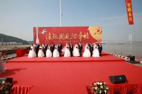 16对王源夫妇在长江岸边结婚  第2张