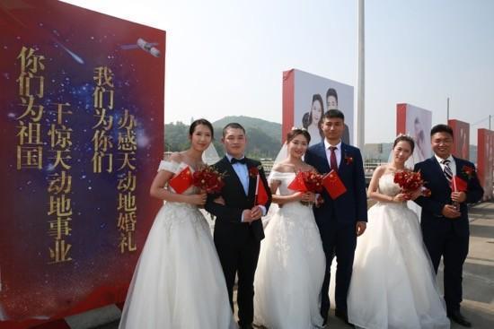 16对王源夫妇在长江岸边结婚  第1张