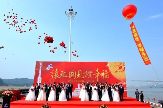 16对王源夫妇在长江岸边结婚  第5张