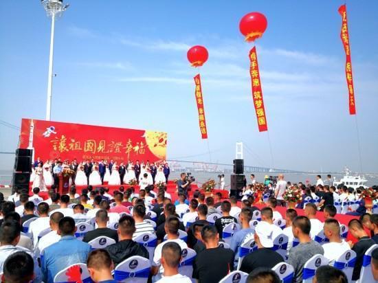 16对王源夫妇在长江岸边结婚  第6张