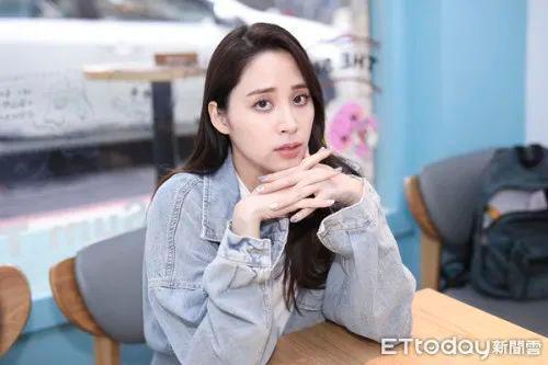 """欧阳娜娜在国庆晚会上演唱了《我的祖国》,他的妹妹遭到了台湾""""酸民""""的攻击  第11张"""