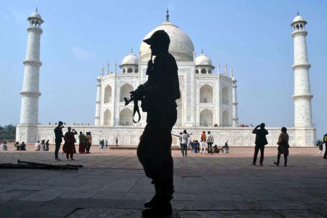 印度进退两难,物价上涨的人有难,只能通过宽松措施刺激经济  第1张