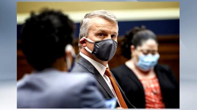 美国政府无视科学专业知识,不尊重科学家,卫生官员愤怒地辞职  第1张