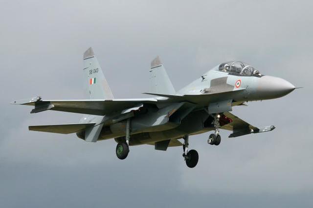 印度媒体称,印度军队正在购买冬装和轻型坦克,可用于中印对抗  第2张