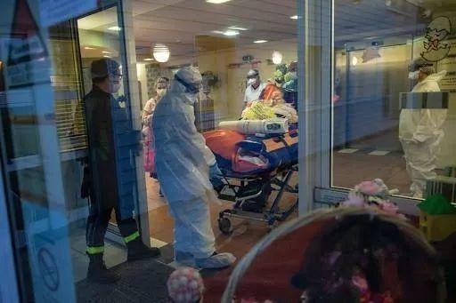 随着第二波流行病席卷整个欧洲,法国的新病例数在一天之内创下历史新高  第1张