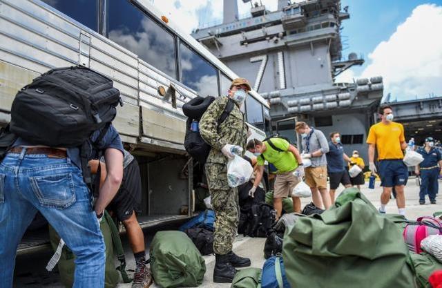 年初,美国罗斯福号航空母舰上的另外两个人被诊断出在新冠肺炎的船上有一千多人  第1张