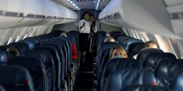 美国一名妇女在一架客机上死于新冠肺炎肺炎,官方仅在几个月后才告知真正的死因  第1张