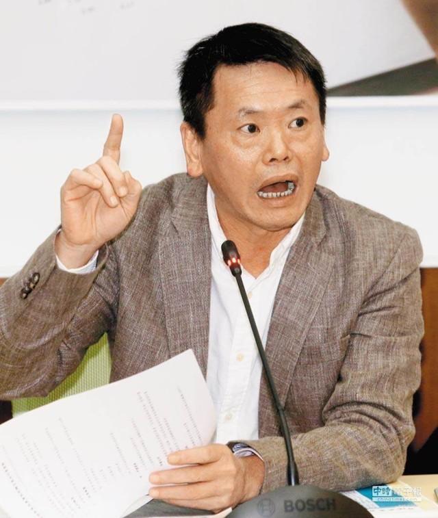 """提议将国民党改名为立委,高喊""""两岸断绝"""",台湾网友:你是卧底?"""