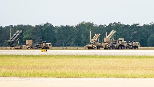 """美国民用机场被""""爱国者""""系统和大量士兵震惊,工作人员一脸茫然  第2张"""