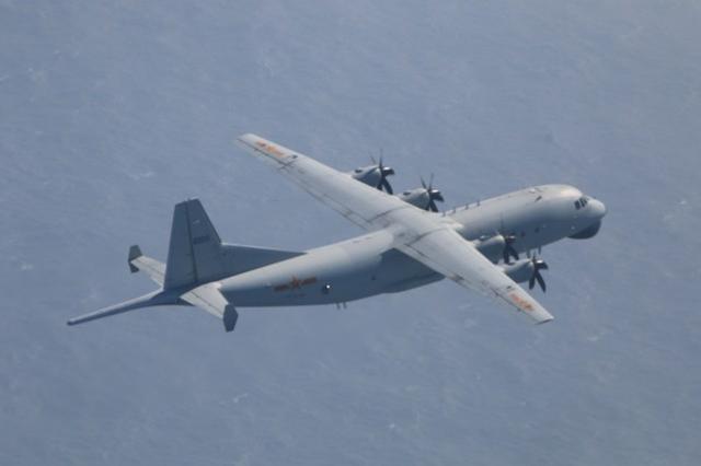 台湾专家:解放军经常绕台湾飞行,以熟悉路线,台湾军方应予以反击